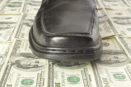 disdain: Concepto de dinero. Zapatos de piso d�lar  Foto de archivo