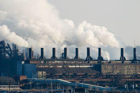 toxic waste: Fundici�n, hierro y acero de plantas metal�rgicas en diferentes puntos de vista Editorial