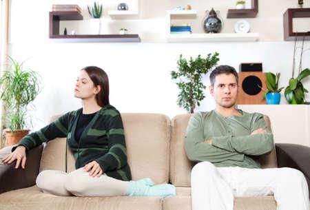 mujer enojada: Imagen de la joven pareja despu�s de pelea