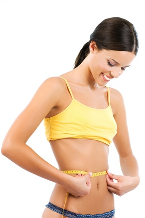 ombligo: Mujer joven que mide su cintura y sonriendo