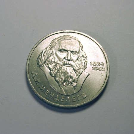 Famoso químico Dimitri Mendeleev en moneda. Foto de archivo - 457779