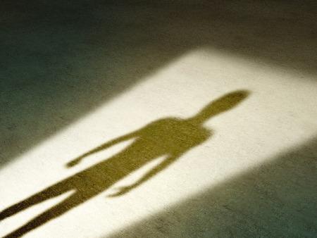 portone: Ombra misteriosa di una figura maschile in piedi in un portone. Illustrazione digitale. Archivio Fotografico