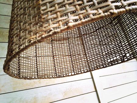 lampekap: Detail van de rieten kap, rustieke stijl.