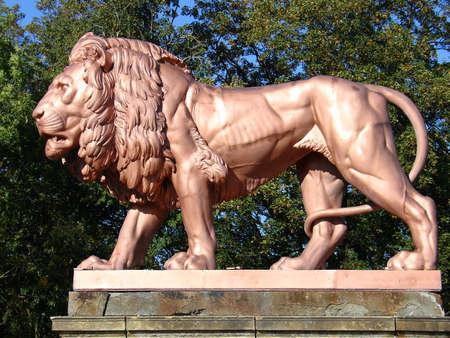 Metal lion statue 3, ch�teau de Zbiroh, en R�publique tch�que  Banque d'images