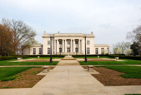 commonwealth: The Governors Mansion, Frankfort Kentucky, USA - the official residence of the people of the Commonwealth of Kentucky and is listed on the National Register of Historic Places. It sits on the east lawn of the State Capitol grounds on a bluff high above t