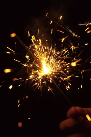 kıvılcım: Bengal fire sparks on black background in hand