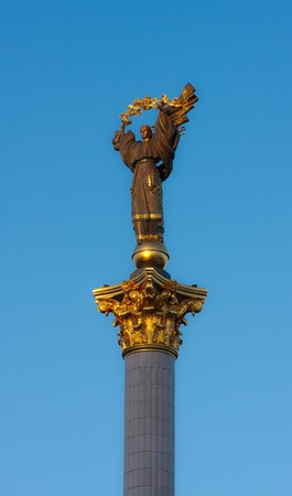 central square: Stele di indipendenza su una piazza centrale di Kiev Archivio Fotografico