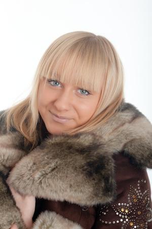 Portret van de blonde in een bontjas