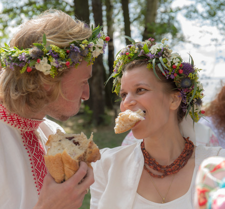 traditional custom: traditional wedding custom to bite a large piece of bread