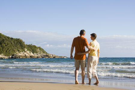recreate: Happy couple on tropical beach