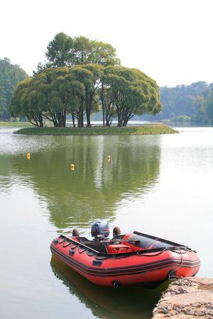 Red Bote salvavidas sobre el agua, el transporte Foto de archivo - 3977493