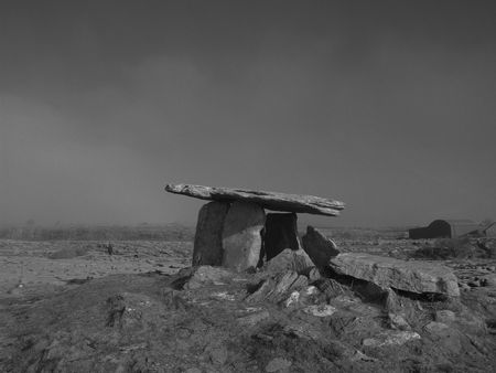 stoneage: Dolmen (megalithic tomb located in Clare, Ireland)