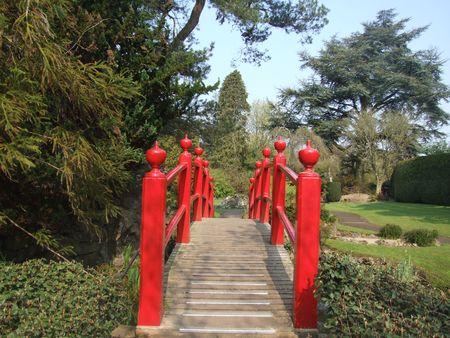 japenese: Vista del puente esc�nico Japenes en los jardines del condado de Kildare, Irlanda Foto de archivo