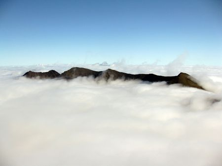 hillwalking: Mountain peaks in the Macgillycuddy Reeks mountain range in county Kerry, Ireland nearly covered in cloud