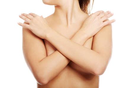 mujer desnuda senos: Sexy hermosa mujer desnuda que cubre sus pechos. Aislado en blanco. Foto de archivo