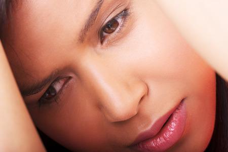 mujer llorando: Triste Depresión del agitado aislado en blanco