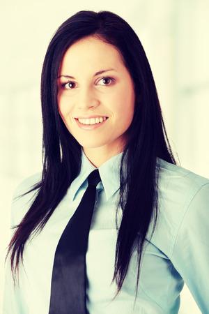 mujer trabajadora: Mujer del trabajador joven en camisa y corbata
