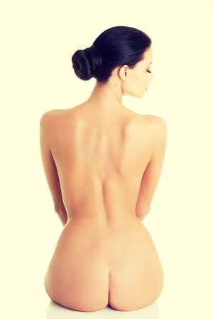 sexy nackte frau: Junge Schönheit nackte Frauen zurück, isoliert auf weiß