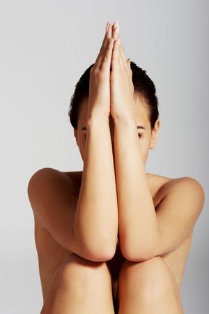 mujer desnuda sentada: Hermosa mujer desnuda sentada delgado Foto de archivo