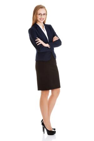 mujer cuerpo completo: Joven rubia empresaria feliz de pie Foto de archivo