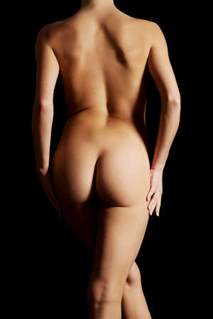 nude woman: Hermosa mujer nalgas sobre fondo oscuro.