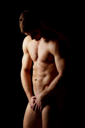 Hombre macho atractivo desnudo muscular.