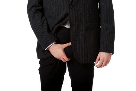 pene: Joven empresario sosteniendo su entrepierna a causa del dolor.