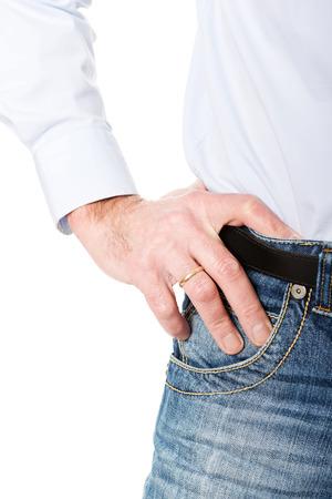 uomini maturi: Moda uomini maturi in pantaloni jeans.