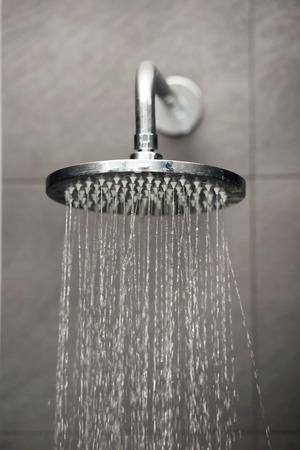 Duschkopf mit Wasser-Stream.