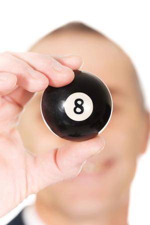 bola ocho: Empresario la celebraci�n de billar bola ocho en la mano.