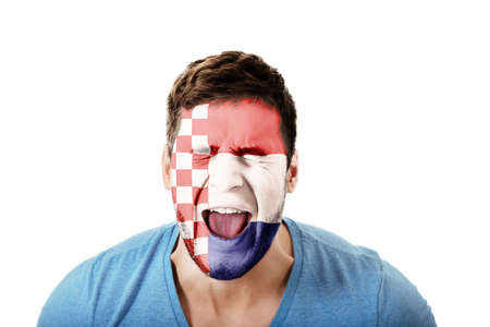 bandera de croacia: Hombre de griterío con Croacia bandera pintada en la cara. Foto de archivo