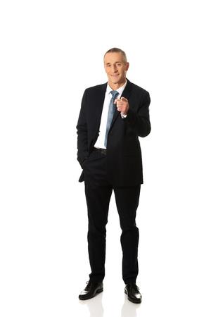 full length: Volledige lengte zakenman wijzend op je.