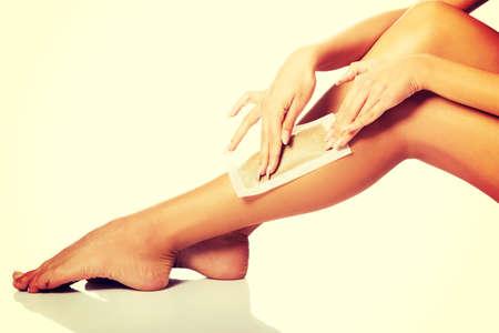 depilacion con cera: Mujer del balneario depilaci�n su pierna