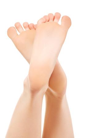 pedicura: Pies descalzos saludables lisos femeninos.