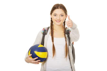 pelota de voley: Adolescente con el voleibol y los pulgares para arriba.