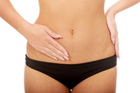 jungen unterwäsche: Frau in der Unterwäsche zu berühren ihre schlanken Bauch.