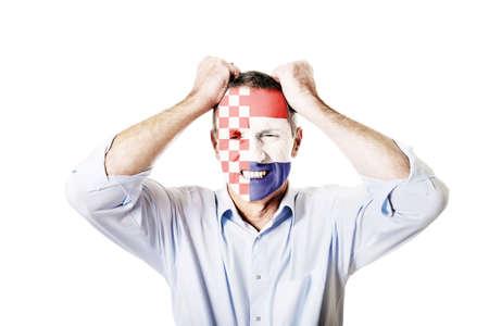 bandera croacia: Hombre maduro con Croacia bandera pintada en la cara.
