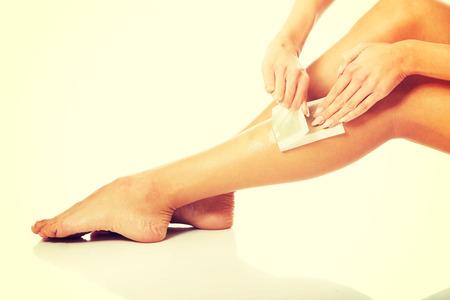 depilacion con cera: Cerca de la mujer piernas con cera.