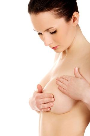 seni: Bella donna esaminando il suo seno. Archivio Fotografico