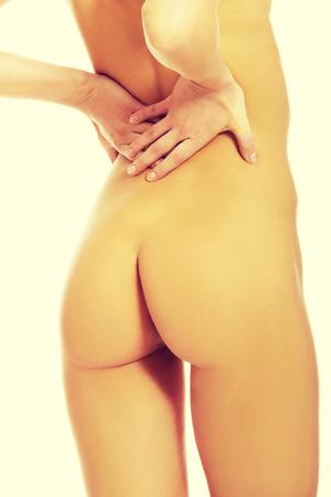 mujeres desnudas: Hermosa mujer desnuda con dolor de espalda