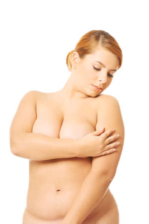 pechos: Mujer con sobrepeso Undressed cubriendo lugares �ntimos