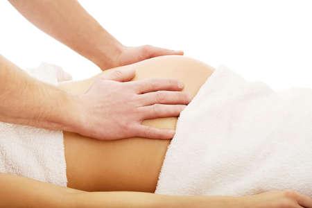 vientre femenino: La mujer embarazada tiene un masaje en su vientre
