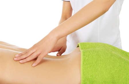 masajes relajacion: La mujer joven es que recibirá el masaje, aislado en blanco.