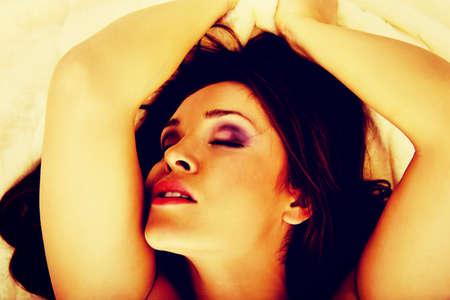 mujeres eroticas: Belleza joven mujer sensual con el orgasmo.