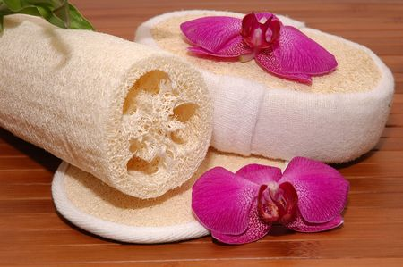 Bath sponges, scrubs, orchids, and bamboo plant Stock Photo - 672812