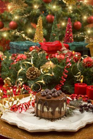 christmas pudding: Beautifully decorated Christmas setting with gourmet desert