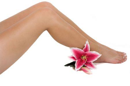 depilacion con cera: Beautiful piernas con un lirio de flores de color rosa