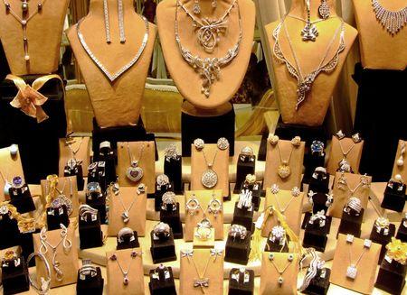 discreet: Big discreet collection of fine platinum jewellery