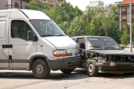 accidente transito: Accidente de tr�fico de mini van y coche