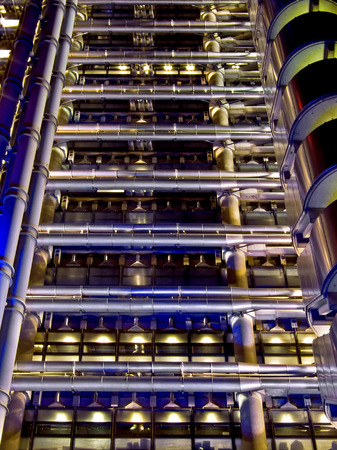 Big moderne plate-forme p�troli�re tuyaux � l'essence nuit Banque d'images - 1462932
